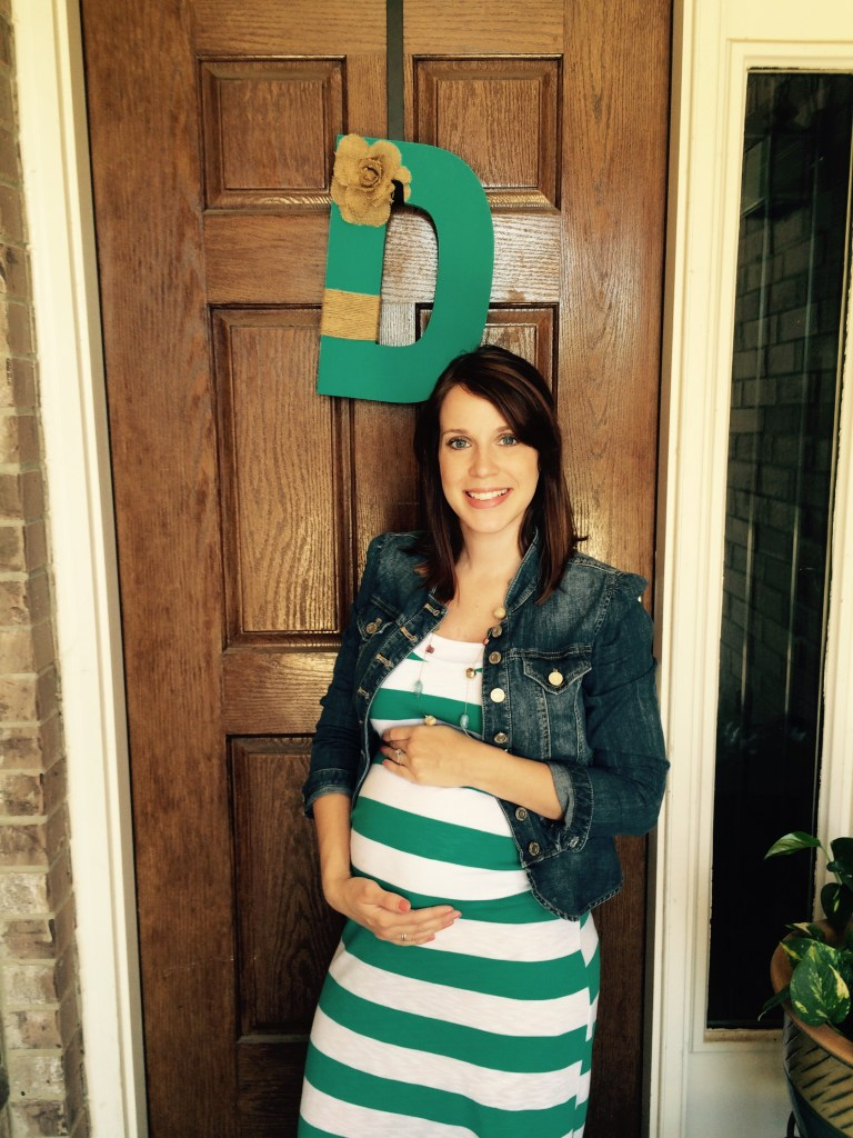 Steffany from Spit and Sparkles at 21 weeks with baby number 3! #babybump #pregnancy