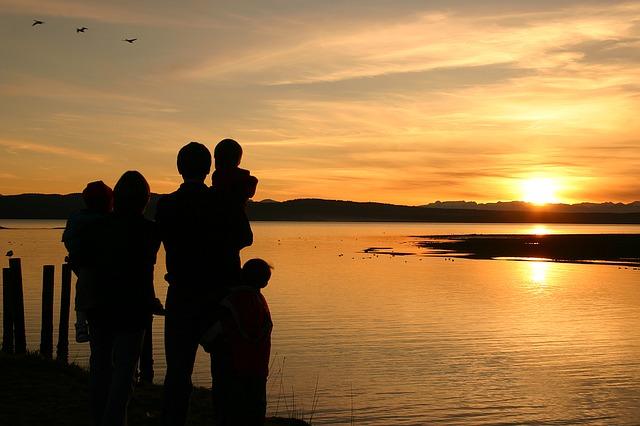 sunsets-1328102_640
