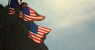 Flickr photos of American flags by Vinoth Chandar