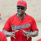 Twins restore their colorless coaching tradition