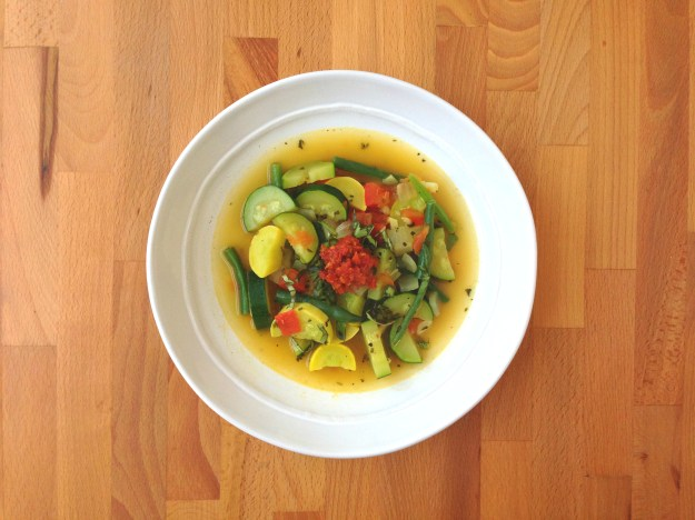 summer minestrone with turkey / salad with white beans