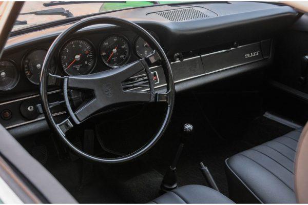 Porsche 911 2.4T_11