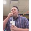 マックのジュースを使ってダブステップビートボックスをする男性がすごすぎる!!めっちゃかっこいいです♡