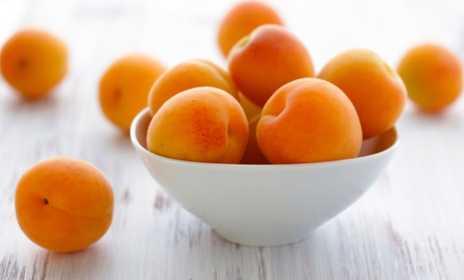 health-benefit-apricot-stone-tree-fruit-produce-diet-eat-food-nutrition-spry
