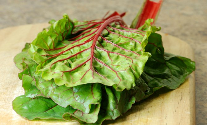 health-benefit-swiss-chard-leaf-lettuce-vegetable-garden-summer-farmer-market-produce-diet-eat-food-nutrition-spry