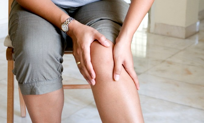Sore-Knee-Treatment-Remedy-Health-Spry
