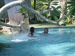Kolam renang Laras Asri Resort & Spa