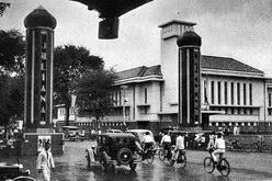 gedung ex bank Indonesia dan gapura Perayaan Ratu Juliana di 1937