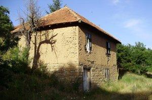 Кућа у селу Војмислиће, Зубин Поток, је поодавно закатанчена
