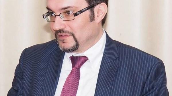 Срби ће на демократски начин одбранити Дан Републике Српске