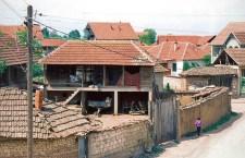КиМ: група Шиптара претукла српског дечака испред његовог дворишта
