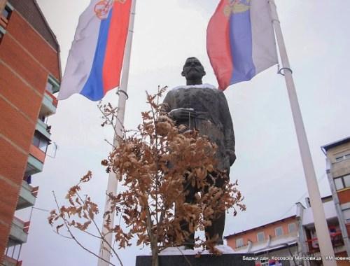 Бадњак је обавезан на споменик руском конзулу Шчербини