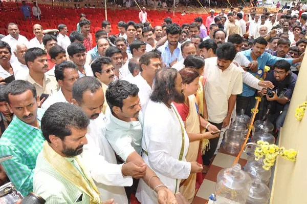 Sri Sri inaugurates 'Smart Village' project in Chikmagalur