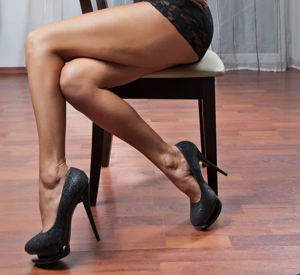 naked black women squatting
