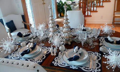 traditional dining room Creative Christmas Table Settings