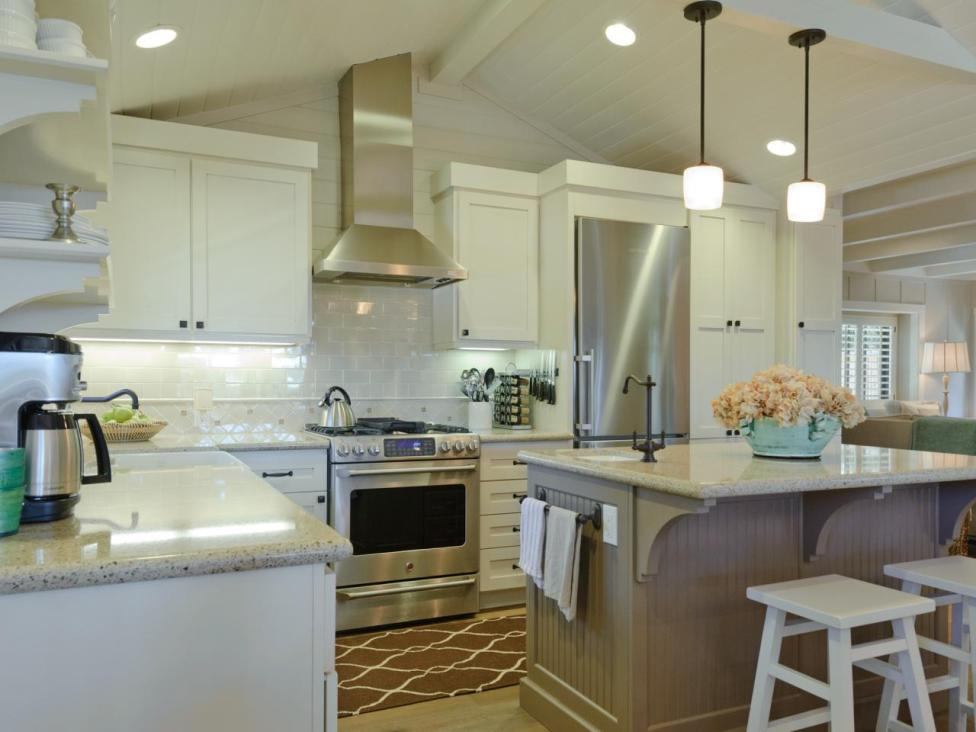 Breezy_and_Beautiful_California_Kitchen