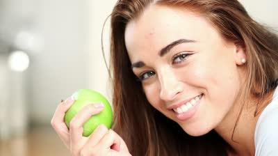 women-eating-apple