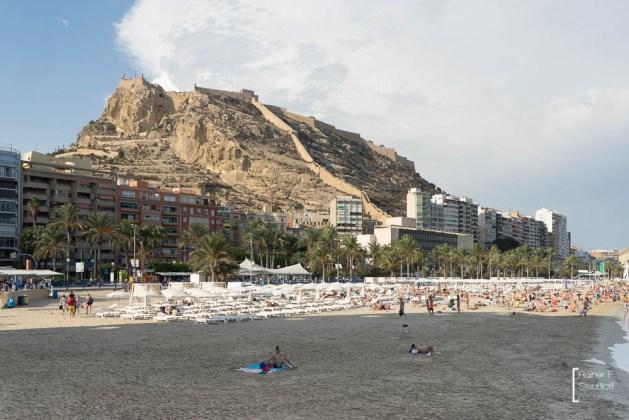 Alicante, Playa del Postiguet und Castell de la Santa Bàrbara