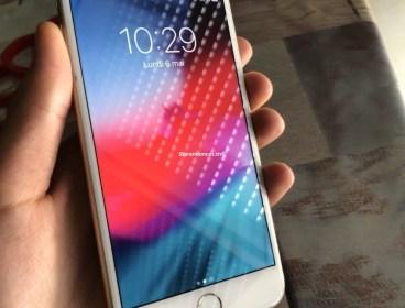 iPhone 7 Plus 128g état parfait jamais réparé importée officiel