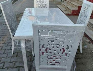salle à manger 4 chaises numérique chez mobilia déco Tunis en promo