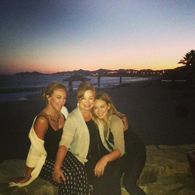 hilary_haylie_duff_mothers_day