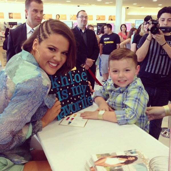 Khloe Kardashian & fan