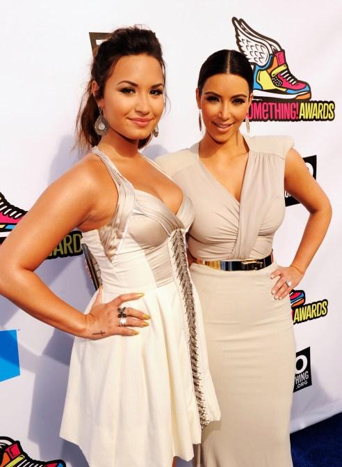 2011 VH1 Do Something Awards - Red Carpet