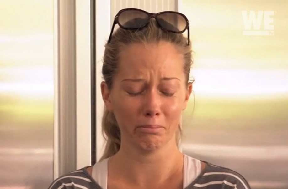 kendra wilkinson crying