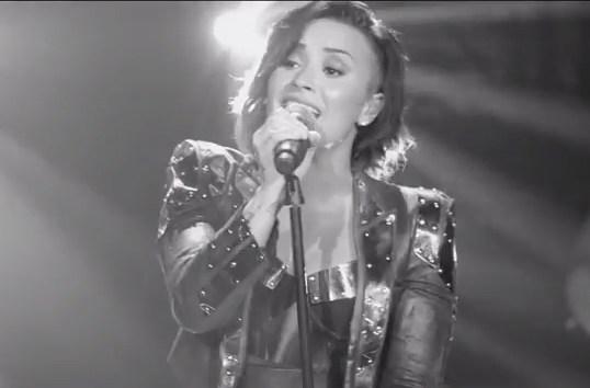 Demi Lovato, Wilmer Valderrama Kiss