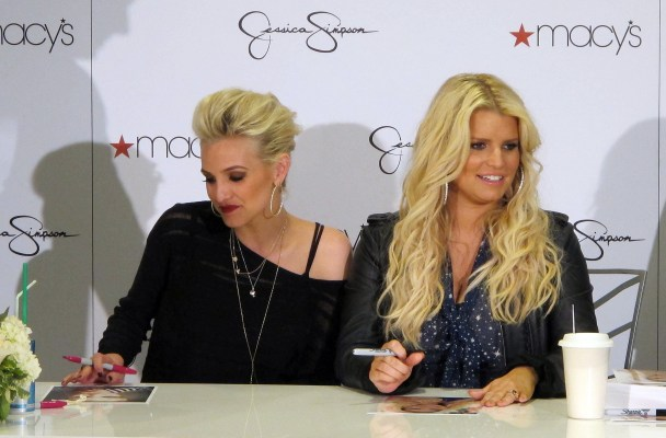 Jessica Simpson, Ashlee Simpson Fight