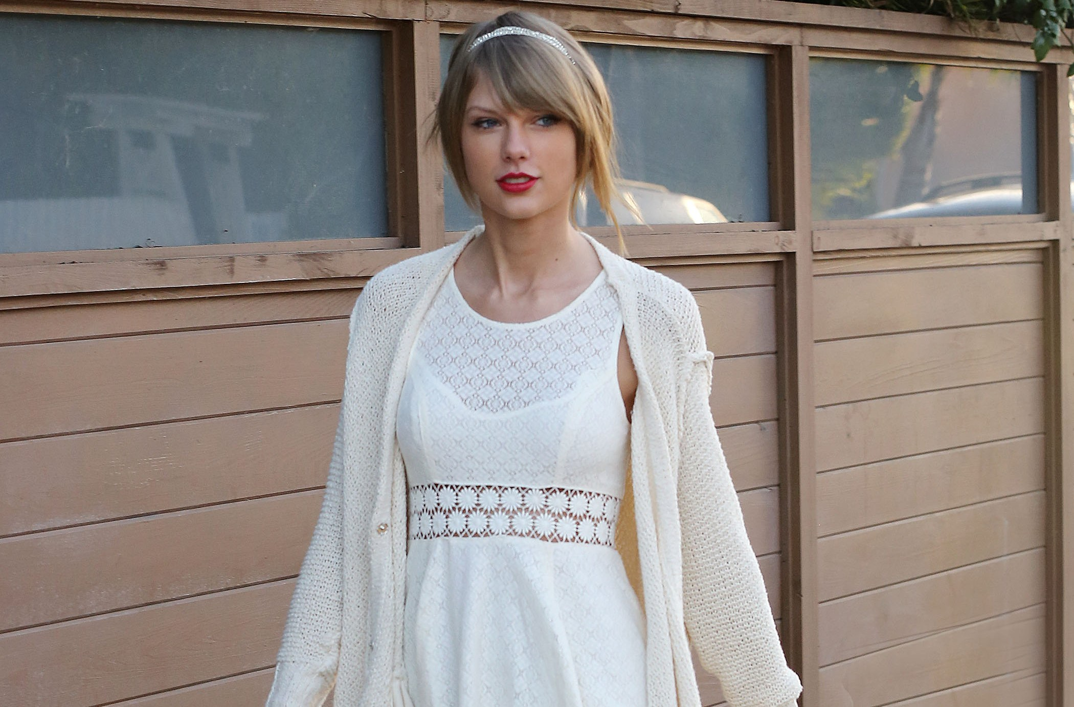 ***NO DAILY MAIL SALES*** Taylor Swift goes to Ballet Bodies in Beverly Hills