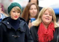 taylor-swift-mother-cancer