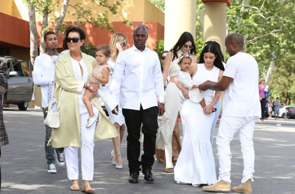 the-kardashians-easter-sunday-03
