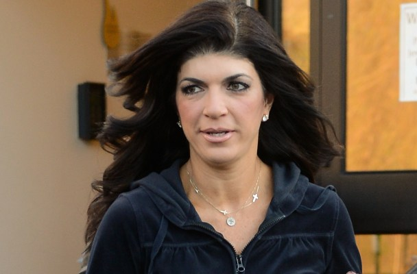 EXCLUSIVE: INF - Exclusive - Teresa Giudice steps out for her cookbook signing