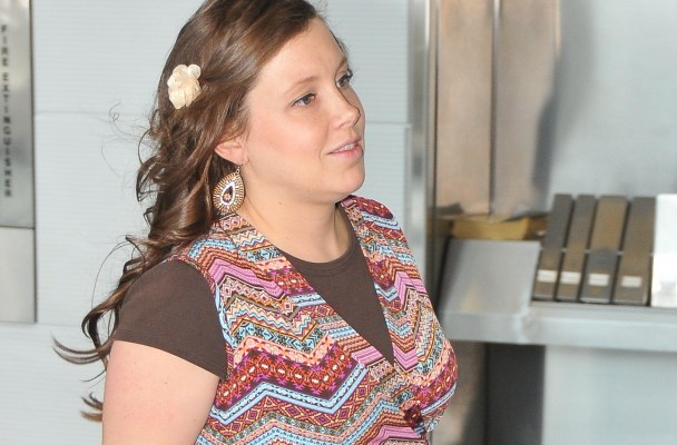 EXCLUSIVE: A very pregnant Anna Duggar arrives at a Washington, DC airport.  Pictured: Anna Duggar Ref: SPL1032374  200515   EXCLUSIVE Picture by: Todd DC  Splash News and Pictures Los Angeles:310-821-2666 New York:212-619-2666 Lon