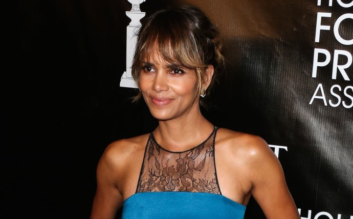 Halle Berry is pregnant and starred in the movie X-Men 04/23/2013 58