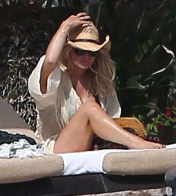Jessica Simpson Avoids Wardrobe Malfunction In Teeny Bikini Star Magazine