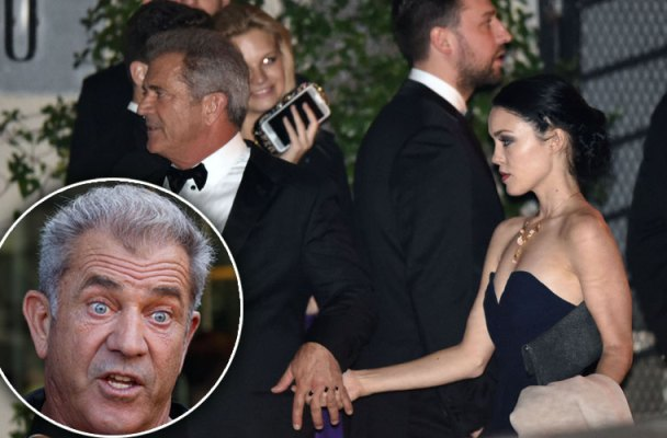 mel gibson golden globes backstage bar details