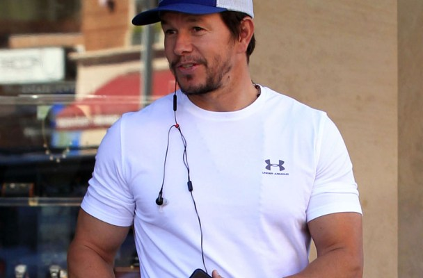 51963385 Mark Wahlberg picks up a prescription from the pharmacy in Beverly Hills on February 04, 2016. FameFlynet, Inc - Beverly Hills, CA, USA - +1 (310) 505-9876