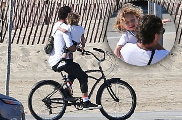 gavin-rossdale-carries-baby-bike-without-helmet-apollo-01