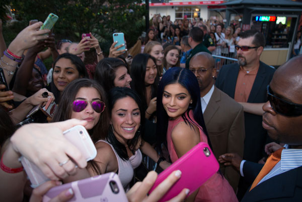 kylie-jenner-sugar-factory-orlando-rude-disappoints-fans-exclusive-08