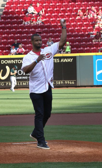 Isaiah-Mustafa-Cincinnati-Reds-First-Pitch5