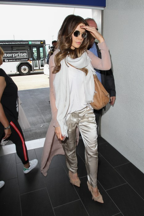Kate Beckinsale slips out of town insilkatLAX