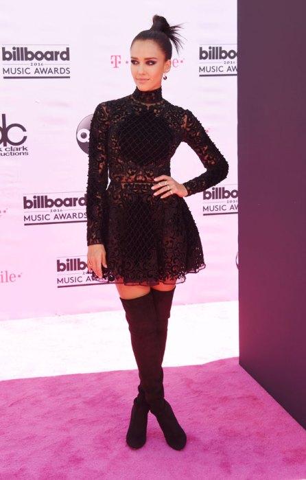 best-worst-dressed-billboard-awards-red-carpet-pics-09