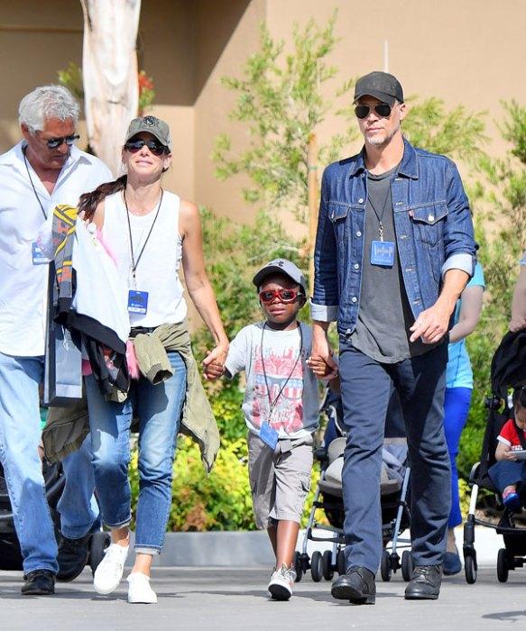 Lucky Louis! Sandra Bullock & Bryan Randall Spend The Day ... Sandra Bullock Boyfriend