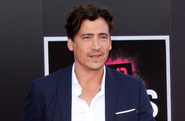 andrew-keegan-attends-bad-moms-premiere01