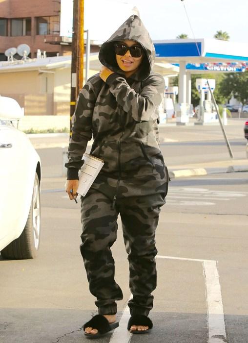rob-kardashian-blac-chyna-christmas-diss-pics-6