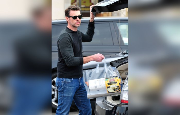 Scott Foley Leaving a SupermarketinLA