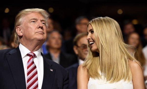 Трамп призвал уволить «бездарную» телеведущую за оскорбление его дочери в эфире
