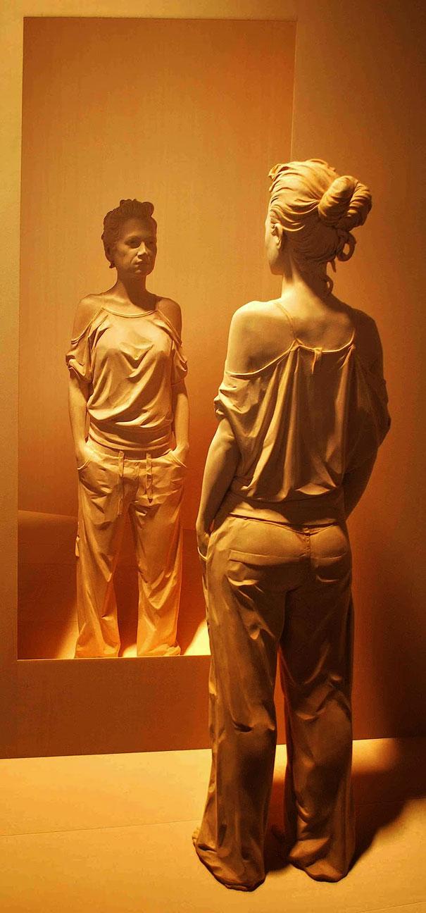 life-like-realistic-wooden-sculptures-peter-demetz-2